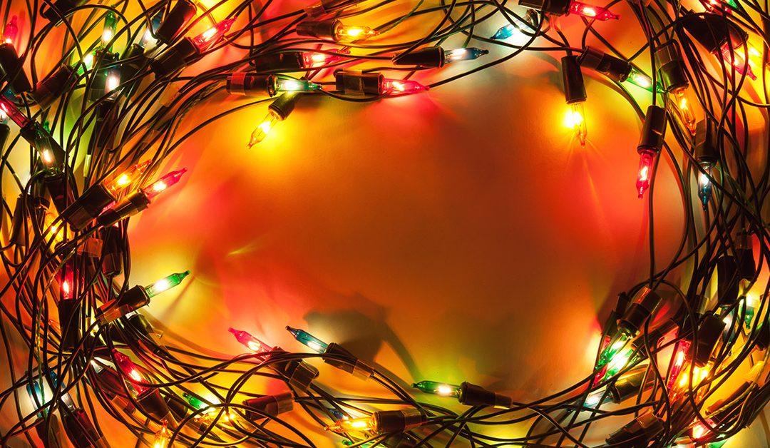 Luces navideñas: ¿cómo elegir las mejores e instalarlas sin peligro?